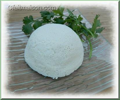 Fromage végétal avec du lait de soja coagulé par du vinaigre.