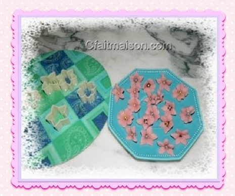 petites fleurs en pte damandes lemporte pice pour dcors de - Comment Colorer La Pate D Amande