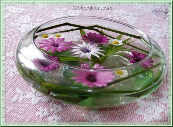 Composition florale flottante - Centre de table coupe en verre ...