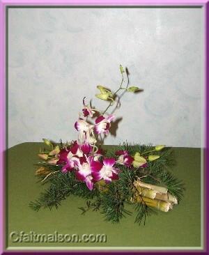 composition florale sur fagot de bambous. Black Bedroom Furniture Sets. Home Design Ideas