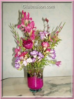 Composition florale dans vase boule vase boule rouge nacr for Deco quoi mettre dans un grand vase