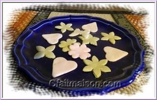 sujets en pte sucre colore naturellement au th matcha en poudre - Pate A Sucre Colore