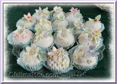 Les cupcakes les collerettes ou cupcake wrappers for Decoration pate a sucre