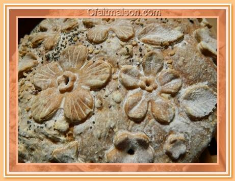 pain decoree a laide Pain-decore-fleuri-details
