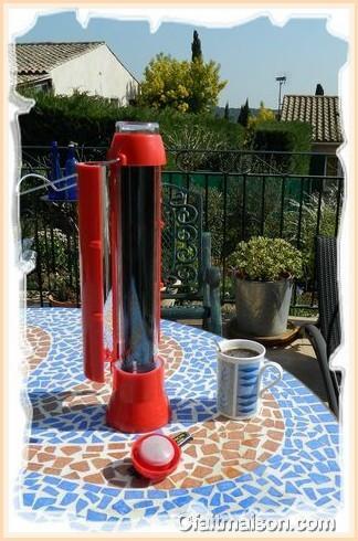 bouilloire solaire ou chauffe eau solaire portable pour le. Black Bedroom Furniture Sets. Home Design Ideas